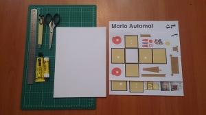 Bahan yang dibutuhkan untuk bikin paper automata: template, kertas Concorde, gunting, cutter, cutting mat, penggaris, dan lem.